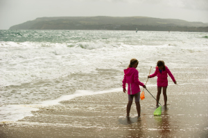 Children enjoying the coast at Yaverland, Isle of Wight. Credit Steve Haywood